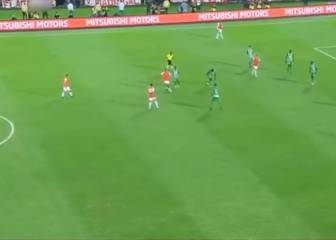 Ronaldinho's defence-splitting pass - without even looking!