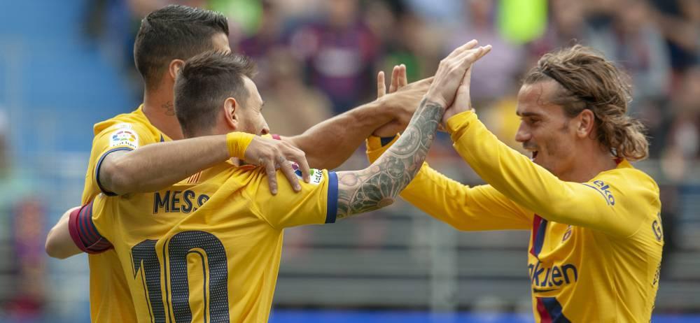 Suárez, Messi y Griezmann celebran el tercer gol del Barça.