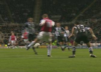 Bergkamp masterclass in vision, technique and ball control