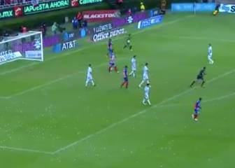 Chivas Keeper hits a 94th-minute goal from his own area