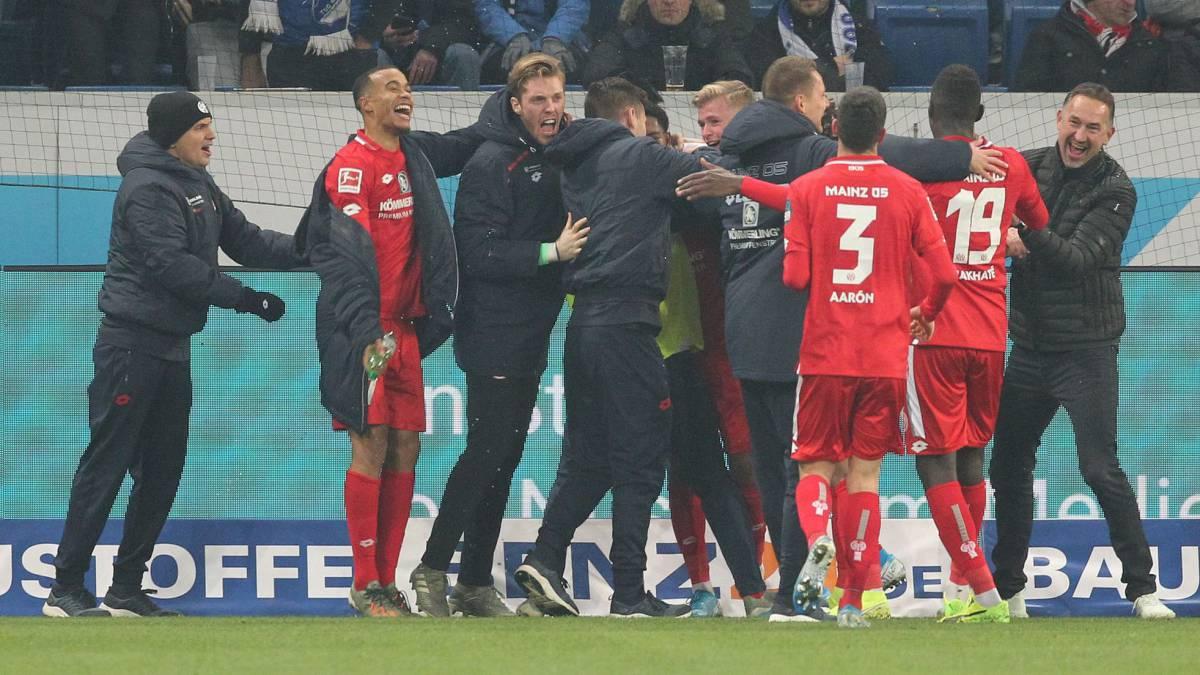 Mainz se acerco al Eintracht Frankfurt al ganarle 2 a 1 y le escapa al descenso (Vídeo) 1575324045_066974_1575324127_noticia_normal