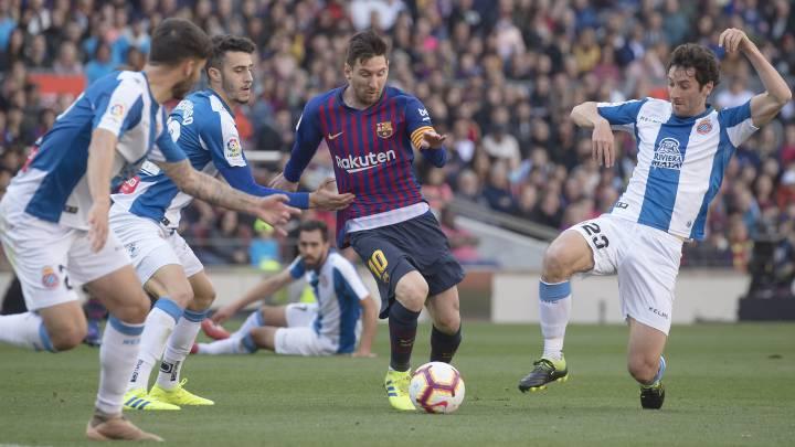 El delantero argentino del Barcelona, Leo Messi, durante un derbi ante el Espanyol.