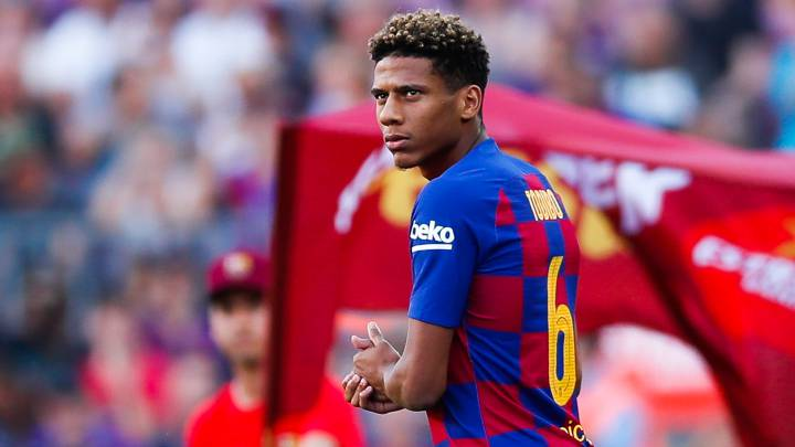 Ac Milan Arrive In Barcelona To Complete Todibo Move As Com