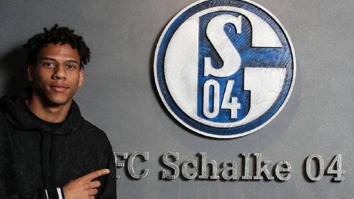 Todibo, nuevo jugador del Schalke.