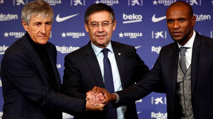 Quique Setién, Josep Maria Bartomeu y Eric Abidal, del Barcelona.