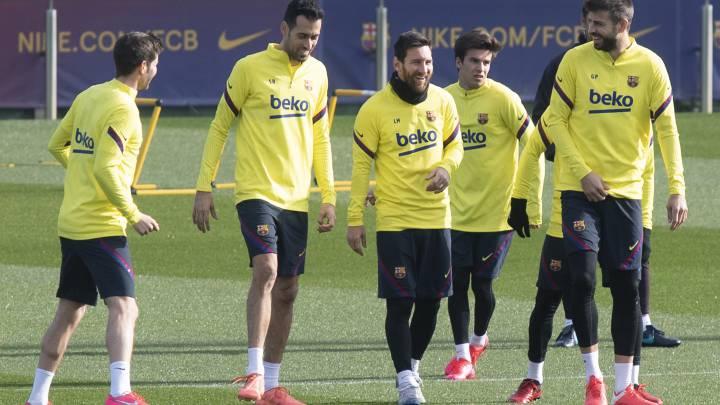 Messi, junto a Sergi Roberto, Busquets, Riqui Puig y Piqué, en el entrenamiento del sábado en sant Joan Despí.