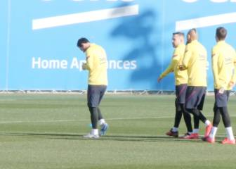Barcelona train after senior players' crisis talks