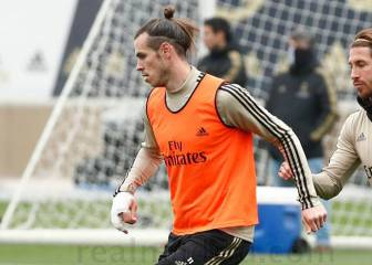 Bale sets off alarm bells after training with bandaged right hand