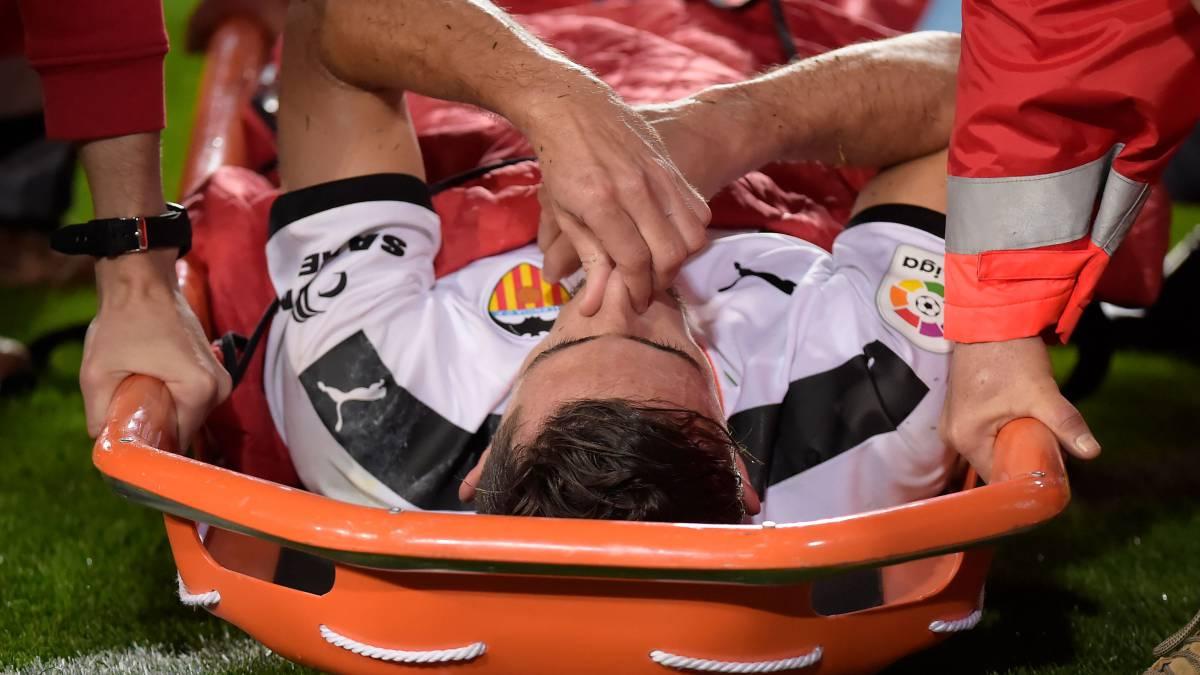Gabriel Paulista se lesiona el tobillo en el partido ante el ...