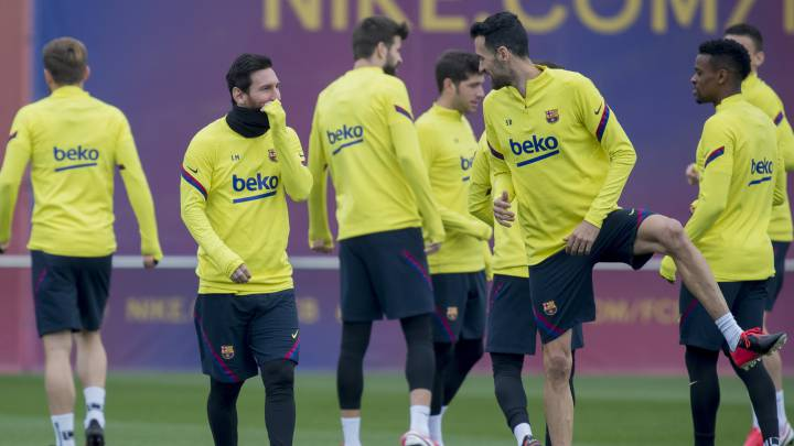 Barcelona Squad Train Amid Frustration And Disbelief As Com