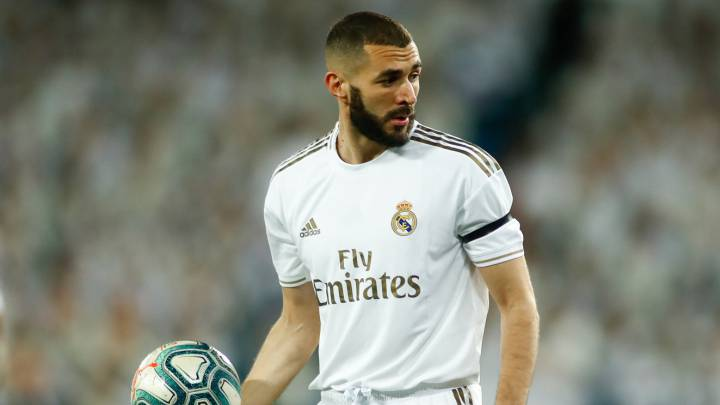 Benzema renews with Real Madrid to 2022