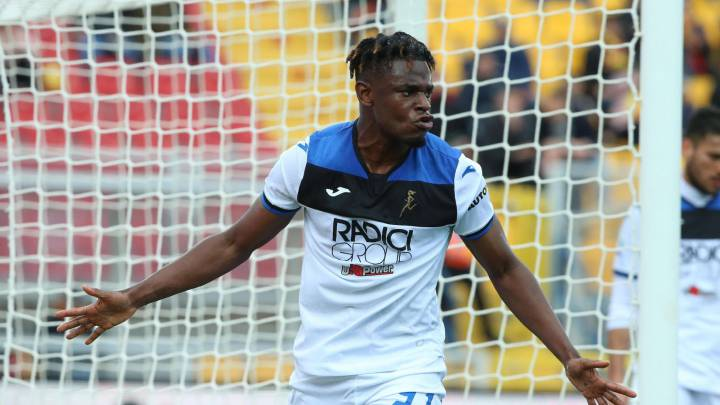 Lecce (Italy), 01/03/2020.- Atalanta's Duvan Zapata celebrates after scoring a goal during the Italian Serie A soccer match US Lecce vs Atalanta at the Via del Mare stadium in Lecce, Italy, 01 March 2020. (Italia) EFE/EPA/MARCO LEZZI