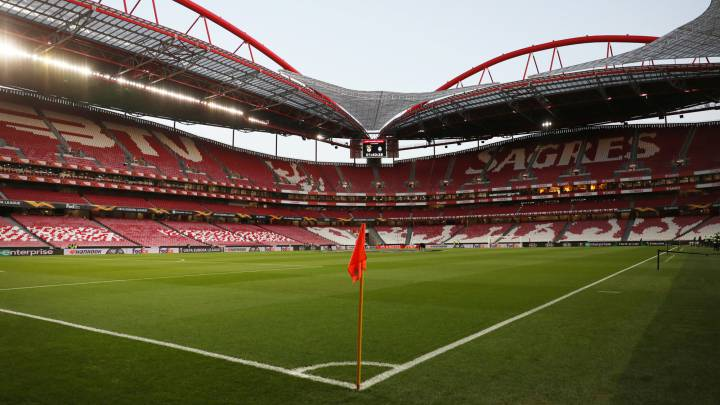Portuguese Tax Officials Raid Benfica Porto Sporting Offices As Com