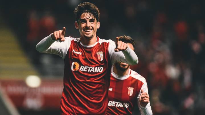 Trincao celebra un gol