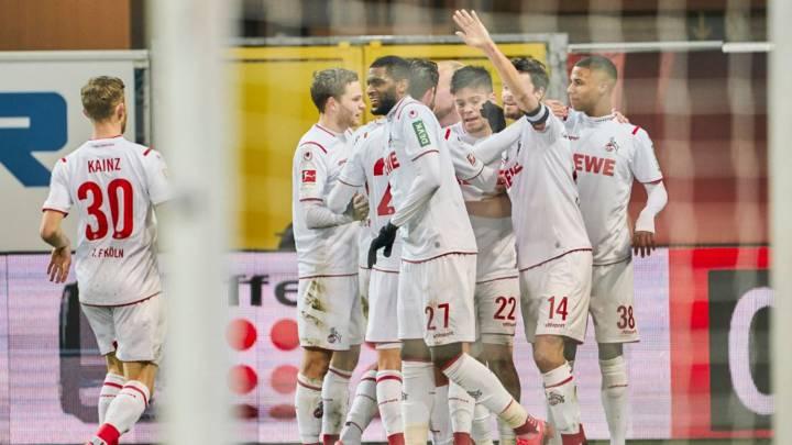 Los jugadores del Colonia celebran un gol