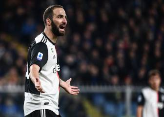 Higuaín intercepted by police but makes it out of Italy