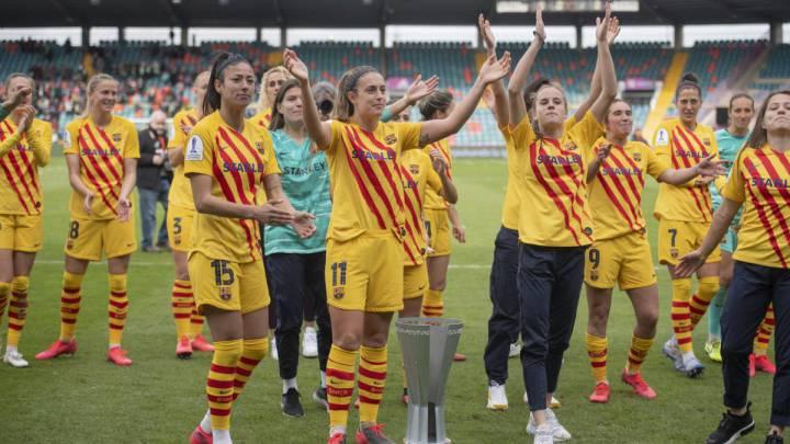 Jugadoras del Barça celebran la Supercopa de España.