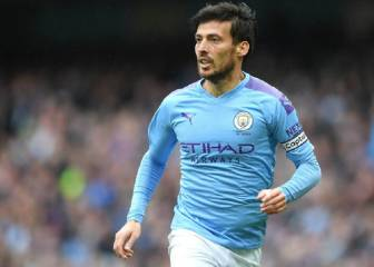 Manchester City fans plead with David Silva to stay