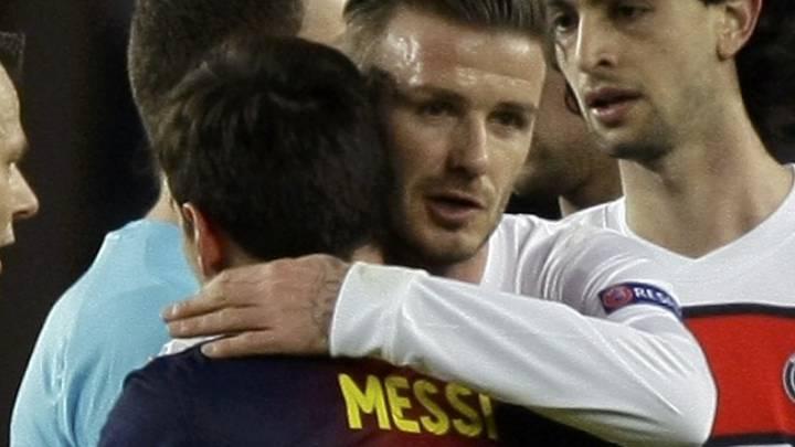 Beckham saluda a Messi en presencia de Pastore tras el Barça-PSG de 2013 disputado en el Camp Nou.