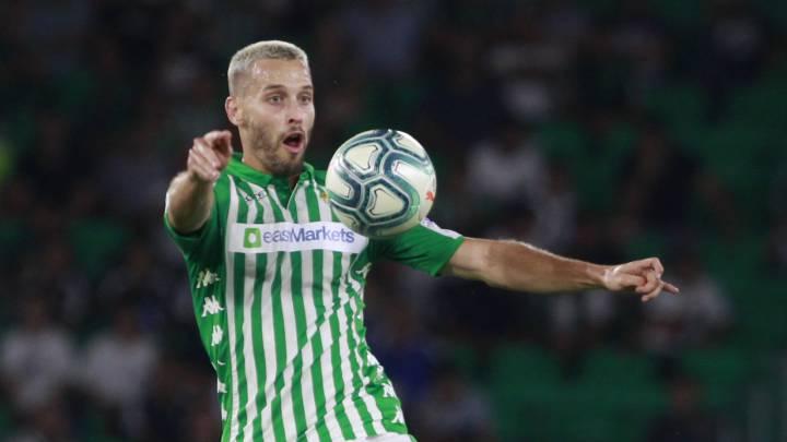 El centrocampista del Betis Sergio Canales se enteró de que la mitad de su pase pertenecía al Deportivo cuando fue traspasado del Racing al Real Madrid.