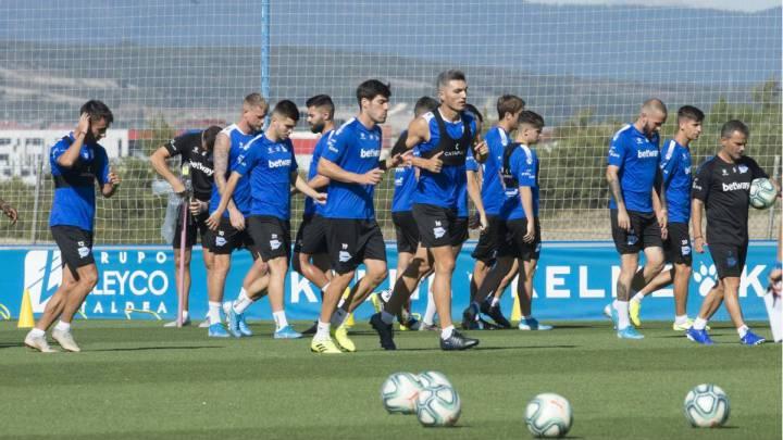 El Alavés ofrece a los jugadores dejar de percibir el 12 % del salario si se vuelve a jugar