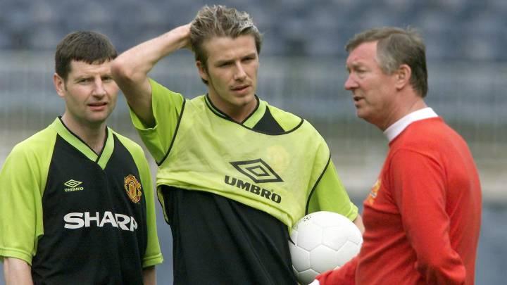 Sir Alex Ferguson, charlando con David Beckham en un entrenamiento del Manchester United.