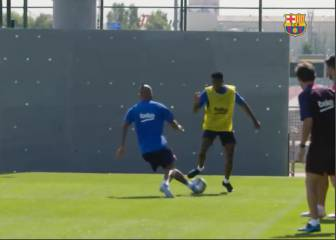 Ansu Fati disrespecting elder Vidal during Barça training