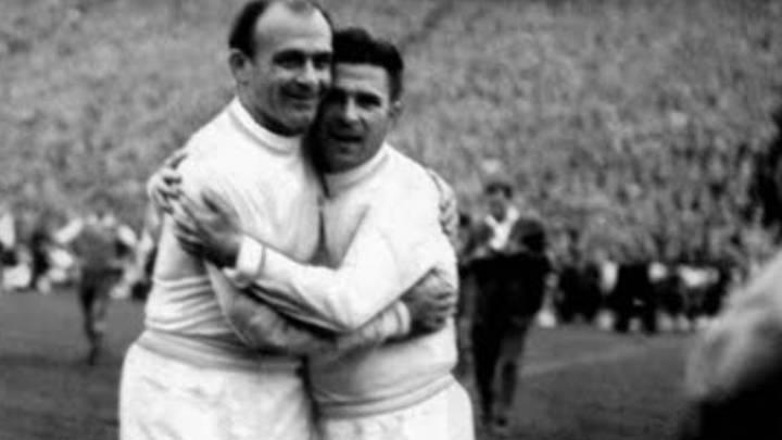 Di Stéfano y Puskas festejan el final de la Copa de Europa ante el Eintracht. Aquel día el primero marcó tres goles y el húngaro, cuatro.