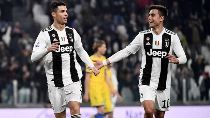Cristiano y Dybala celebran un gol