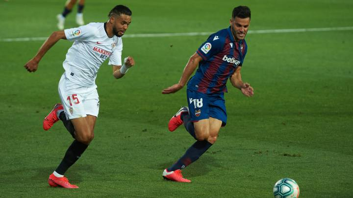 """El delantero del Sevilla Youssef En-Nesyri habló del partido ante el Barcelona y de Lionel Messi: """"Te la puede liar, está un punto por encima del resto""""."""