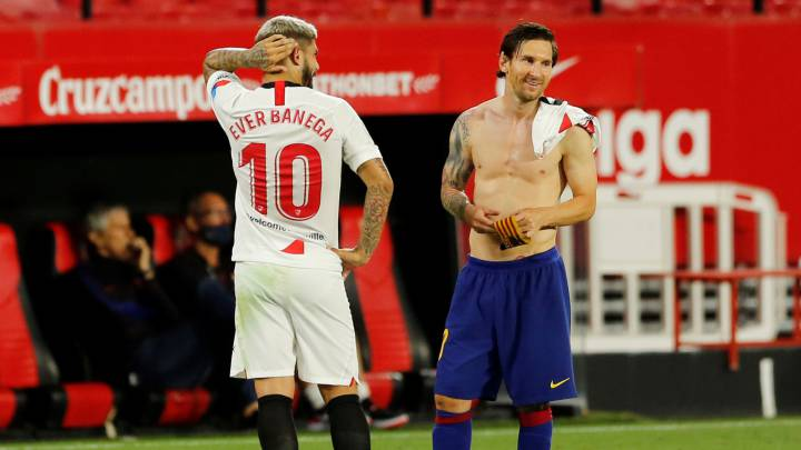 El centrocampista argentino del Sevilla Éver Banega dio otro recital en la segunda parte ante el Barcelona. En unas semanas se marchará a Arabia Saudí.