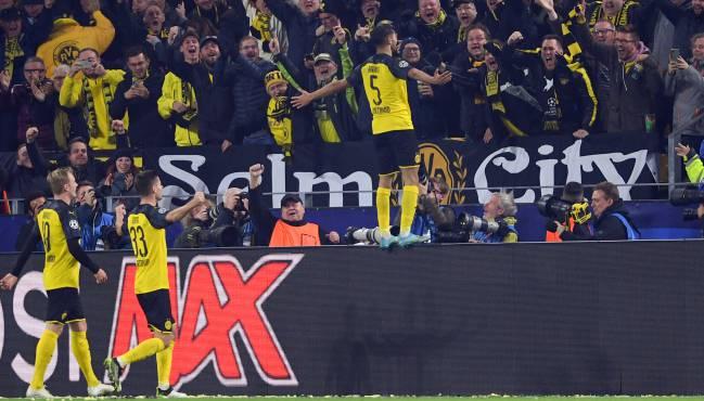 Achraf, con el Dortmund tras remontar ante el Inter.