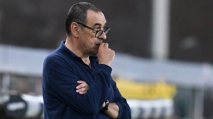 Soccer Football - Serie A - Genoa v Juventus - Stadio Comunale Luigi Ferraris, Genoa, Italy - June 30, 2020  Juventus coach Maurizio Sarri reacts, as play resumes behind closed doors following the outbreak of the coronavirus disease (COVID-19)   REUTERS/Jennifer Lorenzini