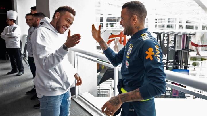"""Alves: """"Neymar volvería a hacer gigante al Barça"""""""
