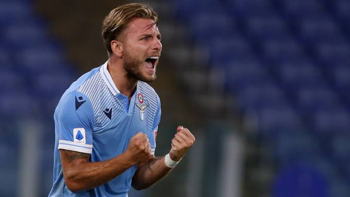 ROME, ITALY - JULY 29:  Ciro Immobile of SS Lazio celebrates after scoring the team's second goal during the Serie A match between SS Lazio and Brescia Calcio at Stadio Olimpico on July 29, 2020 in Rome, Italy.  (Photo by Paolo Bruno/Getty Images)