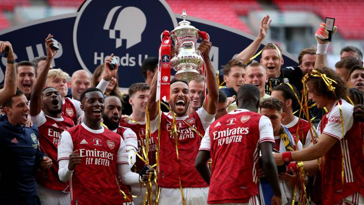 Arsenal 2-1 Chelsea: Aubameyang double earns Gunners 14th FA Cup win