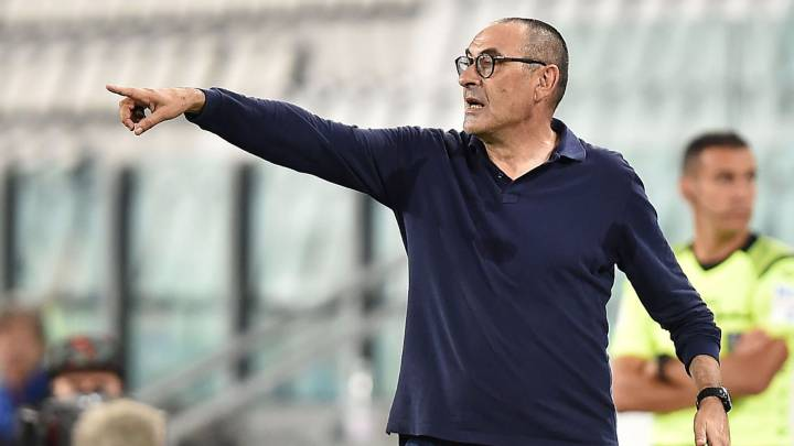 Turin (Italy), 26/07/2020.- Juventus coach Maurizio Sarri gestures during the italian Serie A soccer match Juventus FC vs UC Sampdoria at the Allianz stadium in Turin, Italy, 26 July 2020. (Italia) EFE/EPA/ALESSANDRO DI MARCO