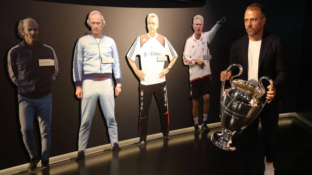 Hansi Flick entrega 'La Orejona' al Museo del Bayern