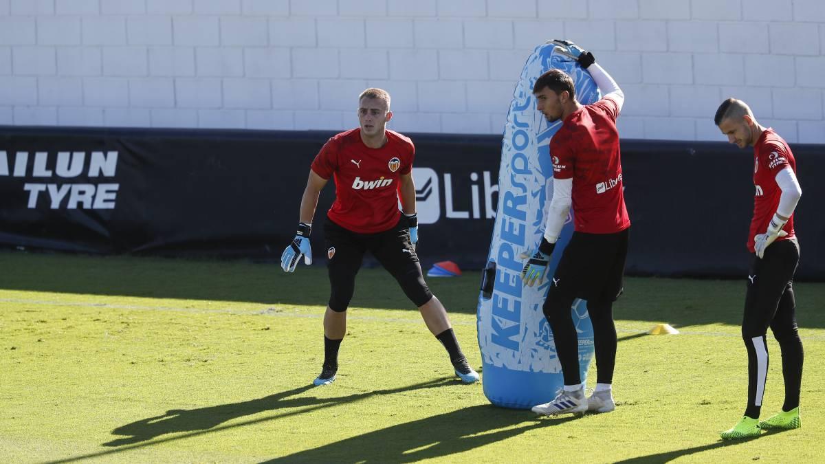 El Valencia da ficha del primer equipo Cristian Rivero y el '25'