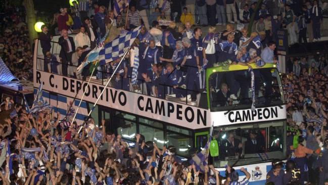 El Deportivo celebra el título de Liga en el 2000.