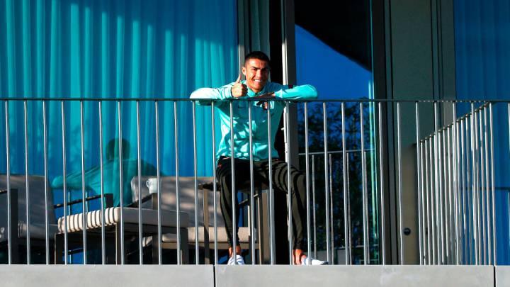 Cristiano sigue el entrenamiento de Portugal desde la terraza de su habitación