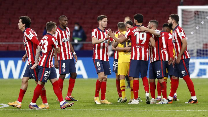 Los futbolistas del Atlético celebran el triunfo ante el Barcelona (1-0)