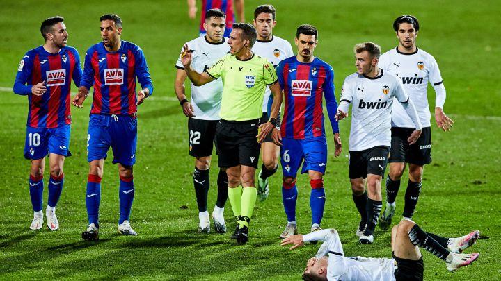 Aprobados y suspensos en el Valencia: 'Deja vu' de Gameiro