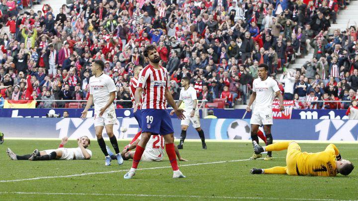 Diego Costa falla una ocasión en el último Atlético-Sevilla.