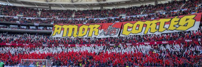 Tifo en el Wanda Metropolitano antes del Atlético-Sevilla.