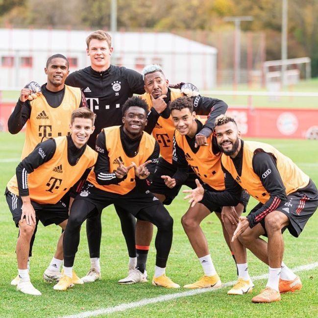 Imagen de un entrenamiento de Tiago Dantas con el primer equipo del Bayern.