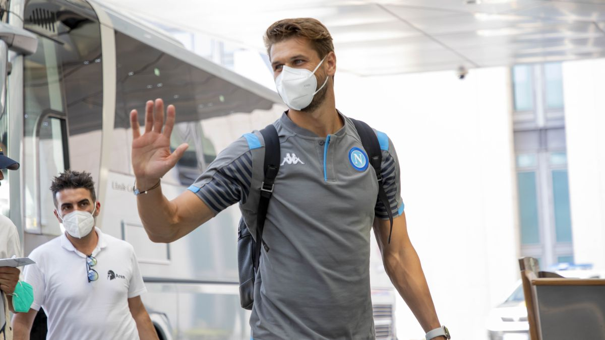 Gattuso blocks Llorente, but the Door is not Closed