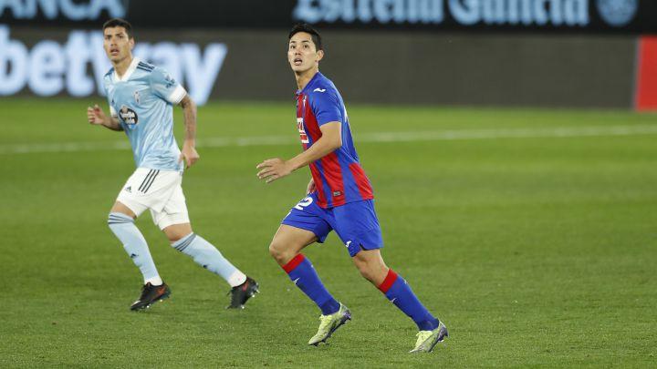 Lucas Olaza y Muto, durante el partido disputado en Balaídos entre Celta y Eibar
