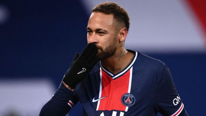 Neymar manda un beso