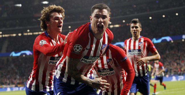 Giménez celebra su gol a la Juventus.